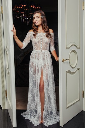 Floor length dress with extraordinary lace
