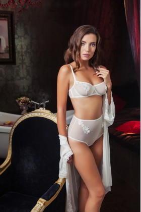 Lacy combination with high-waisted panties